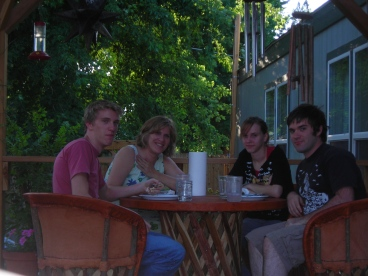The Fabulous Klusmire Family in Bishop - Ansel, Mom, Mariah and Devin